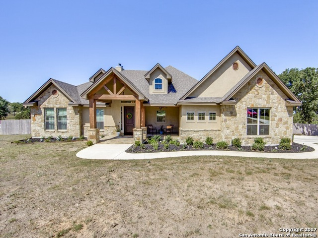 1420 COUNTRY HILLS DR, La Vernia, TX 78121