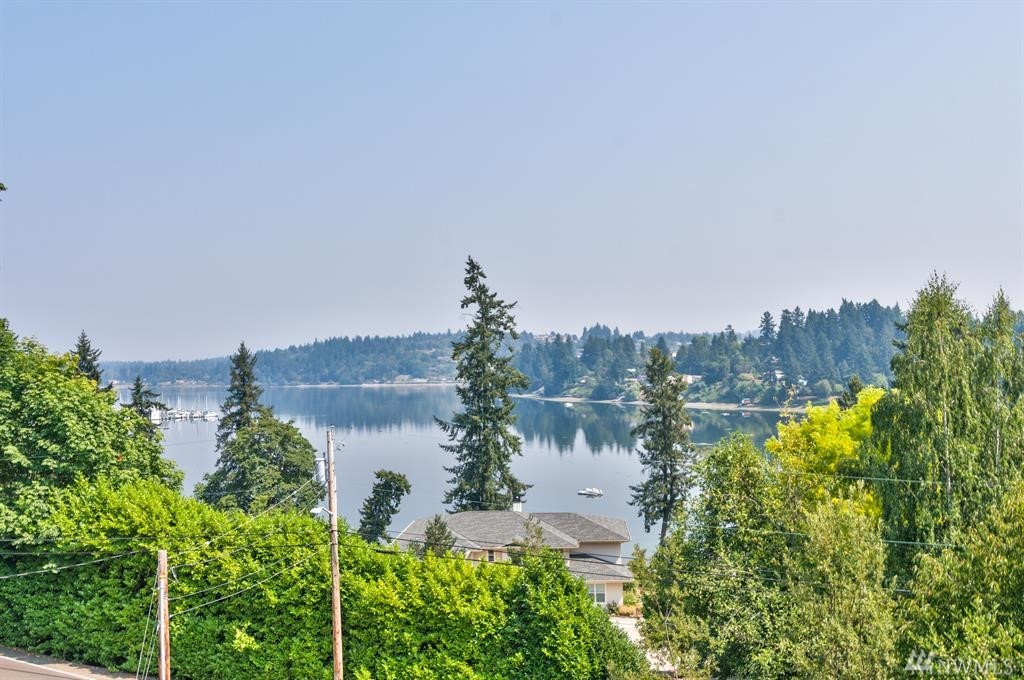 3721 NW Phinney Bay Dr, Bremerton, WA 98312