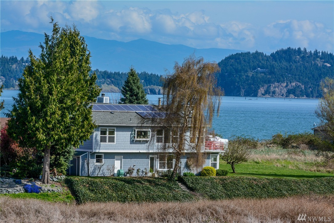748 Bay Front Lane, Oak Harbor, WA 98277