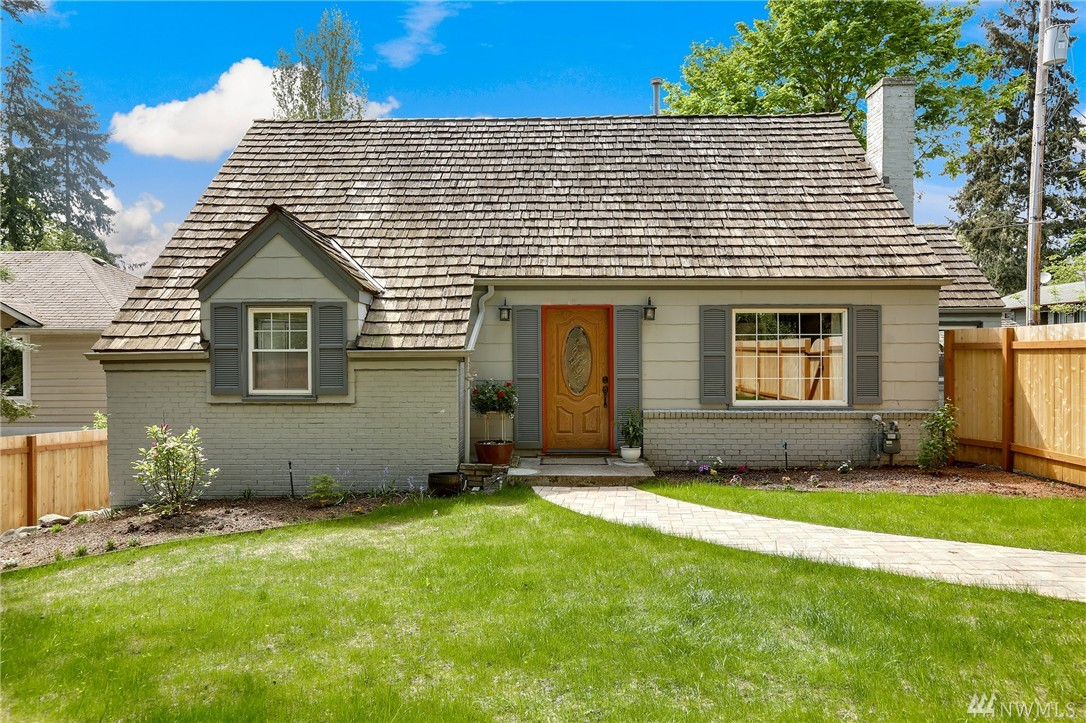 12555 Densmore Ave N, Seattle, WA 98133