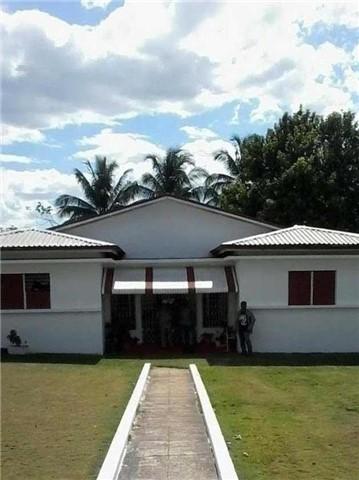 10 Longwood Rd, Jamaica, QC J1J 2T2
