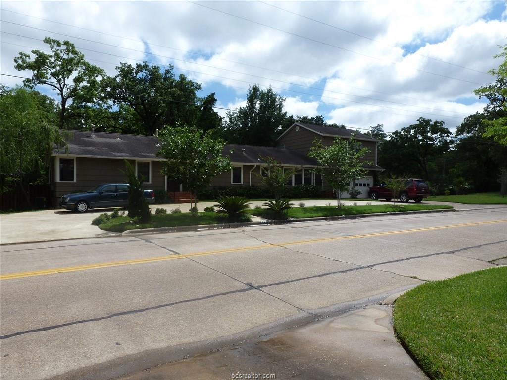309 E Brookside Drive, Bryan, TX 77801