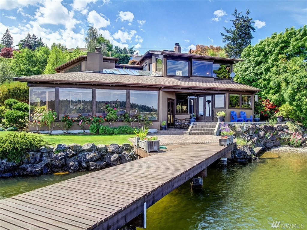 15724 Beach Dr NE, Lake Forest Park, WA 98155