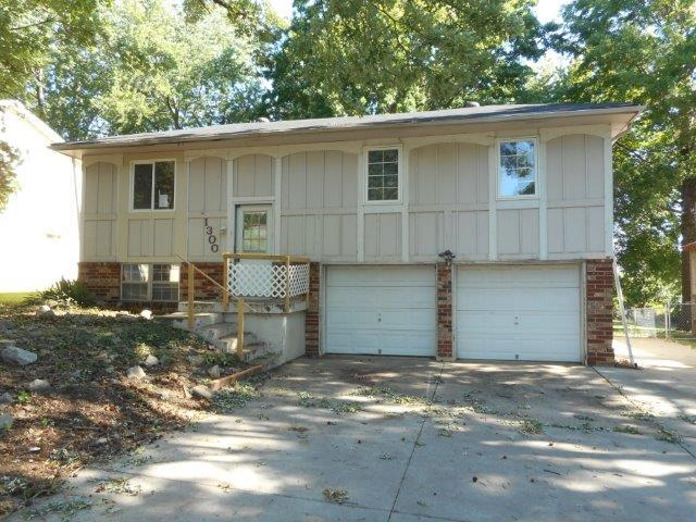 1300 Golfview Drive, Grain Valley, MO 64029