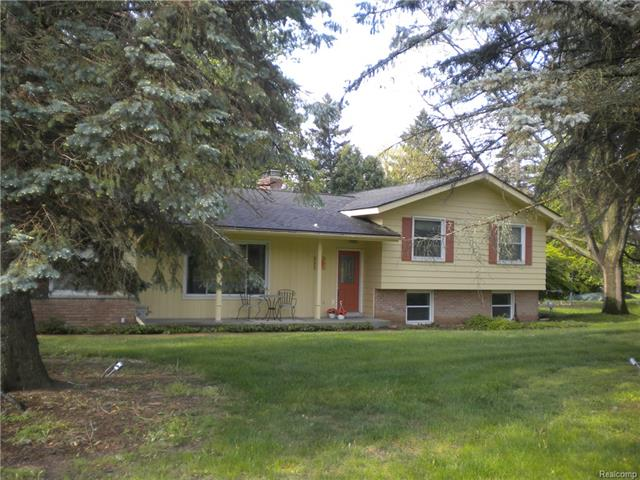 66 RANDOLPH RD, Rochester Hills, MI 48309