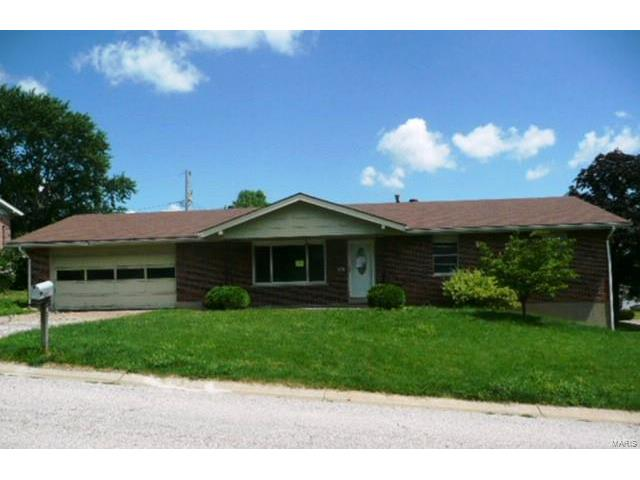 802 Clarence Drive, St Charles, MO 63301