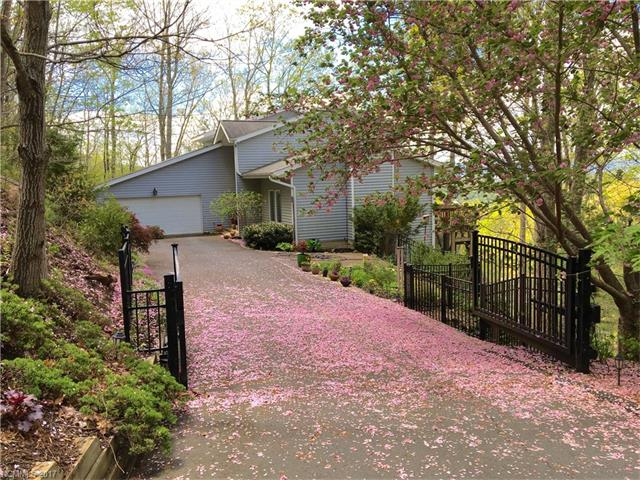 14 Skyview Court, Asheville, NC 28803