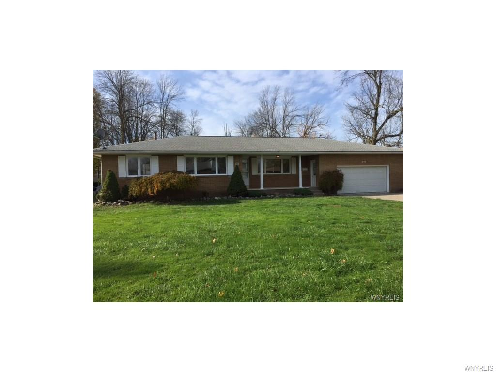 201 W Maplemere Road, Amherst, NY 14221