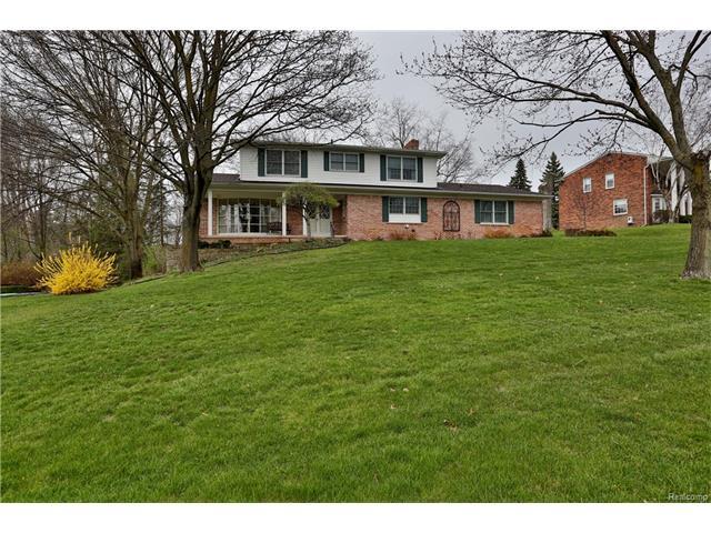 738 Birch Tree LN, Rochester Hills, MI 48306