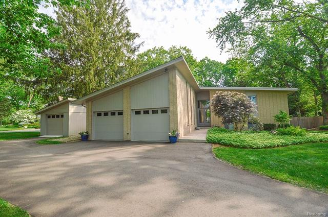 24642 RIVERWOOD Drive, Franklin Vlg, MI 48025