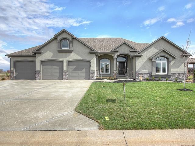 4249 S Stone Canyon Drive, Blue Springs, MO 64015