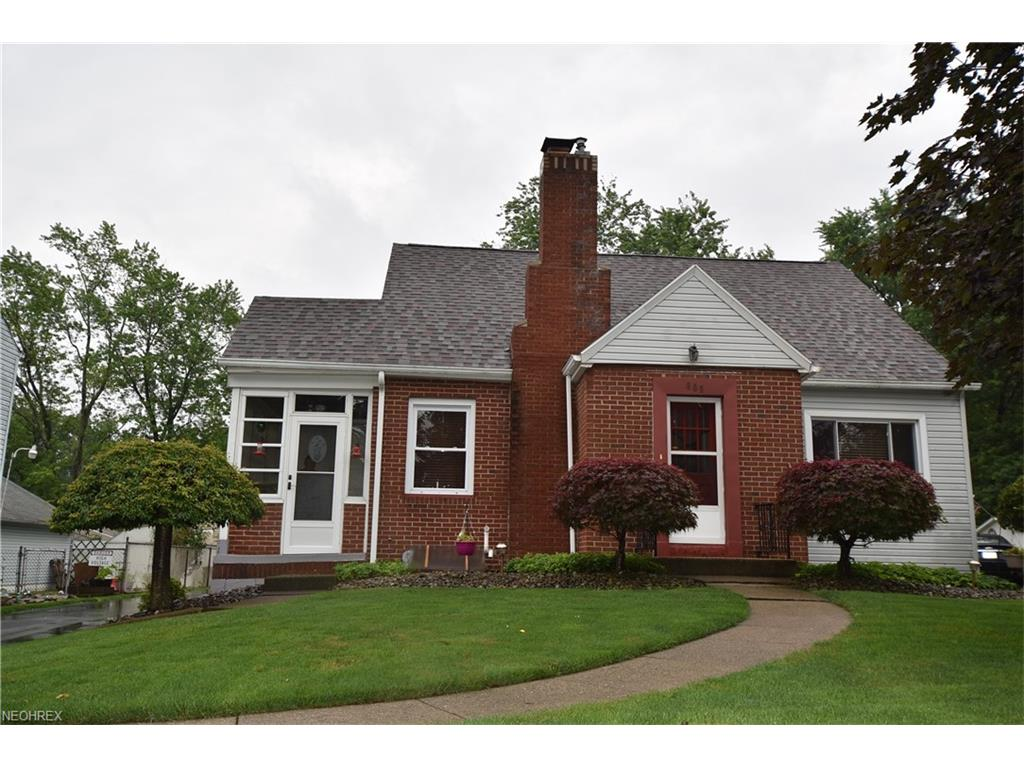 809 W 3rd St, Niles, OH 44446