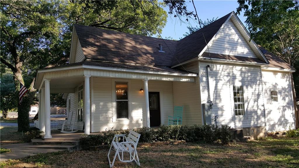 206 Hereford Street, Glen Rose, TX 76043