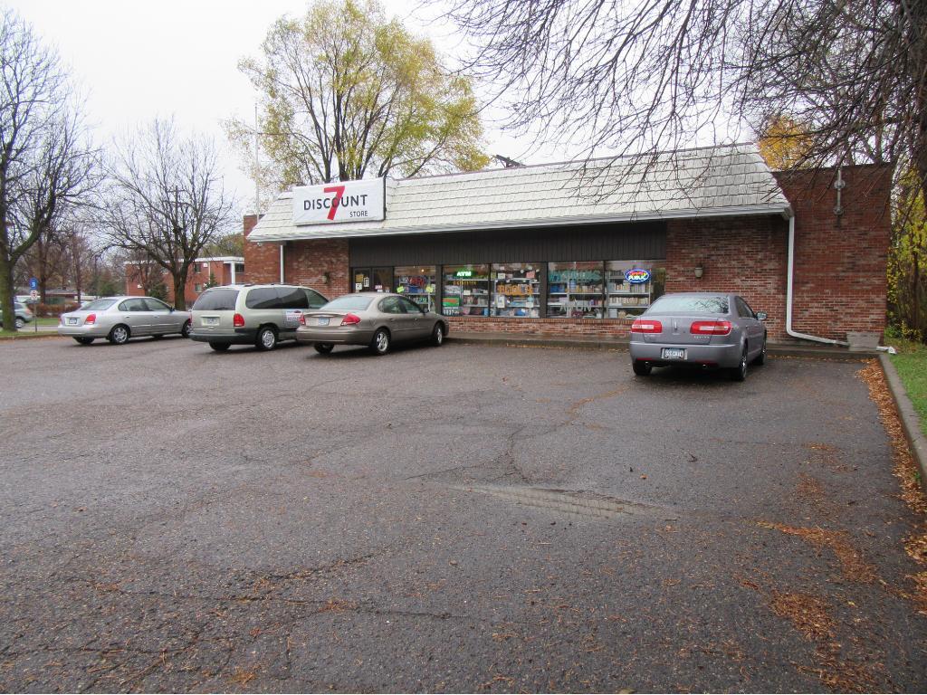 1909 Lexington Avenue N, Roseville, MN 55113