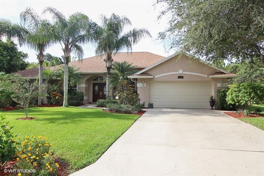 520 SE Meadow Wood Way, Stuart, FL 34997