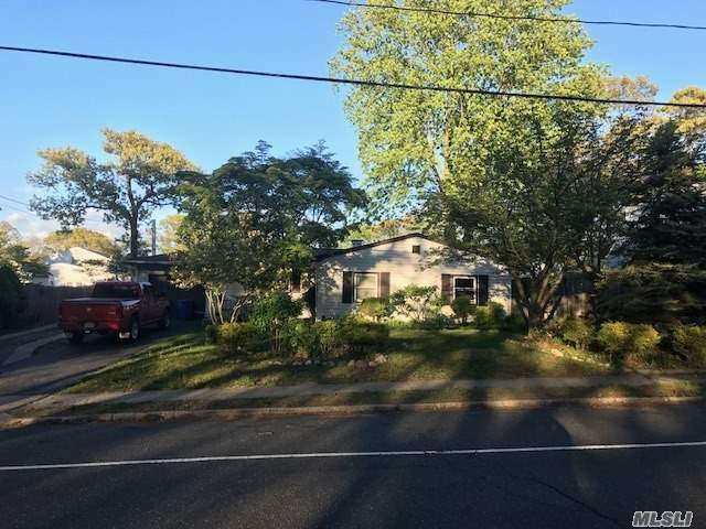 91 S Bicycle Path, Selden, NY 11784