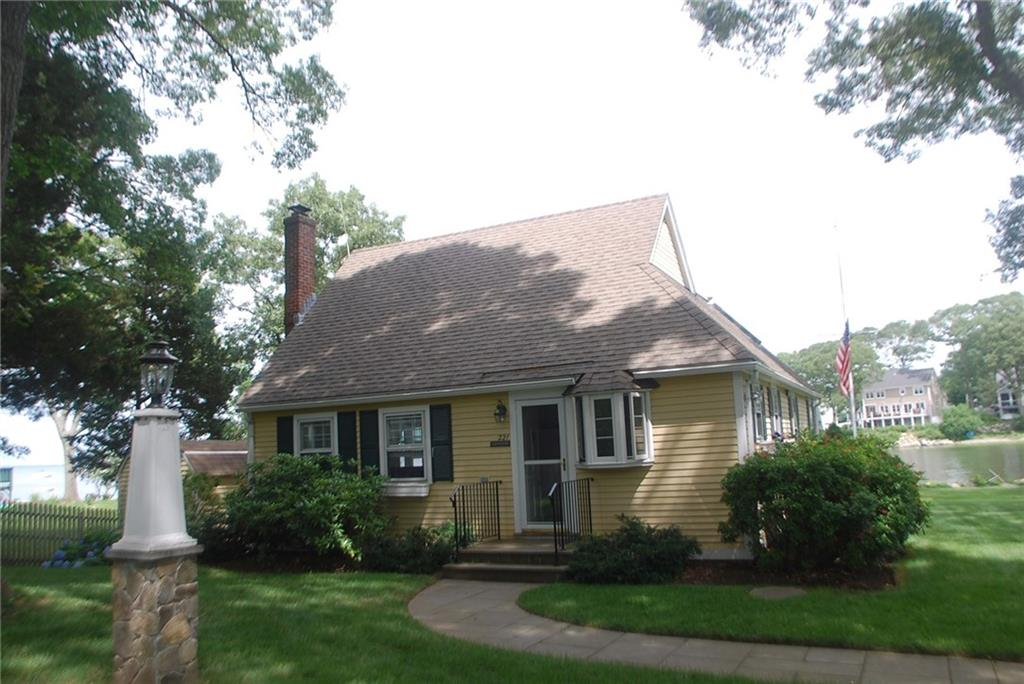 221 Earle DR, North Kingstown, RI 02852