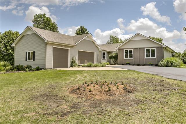 9045 Oakcrest Drive, Lenexa, KS 66227