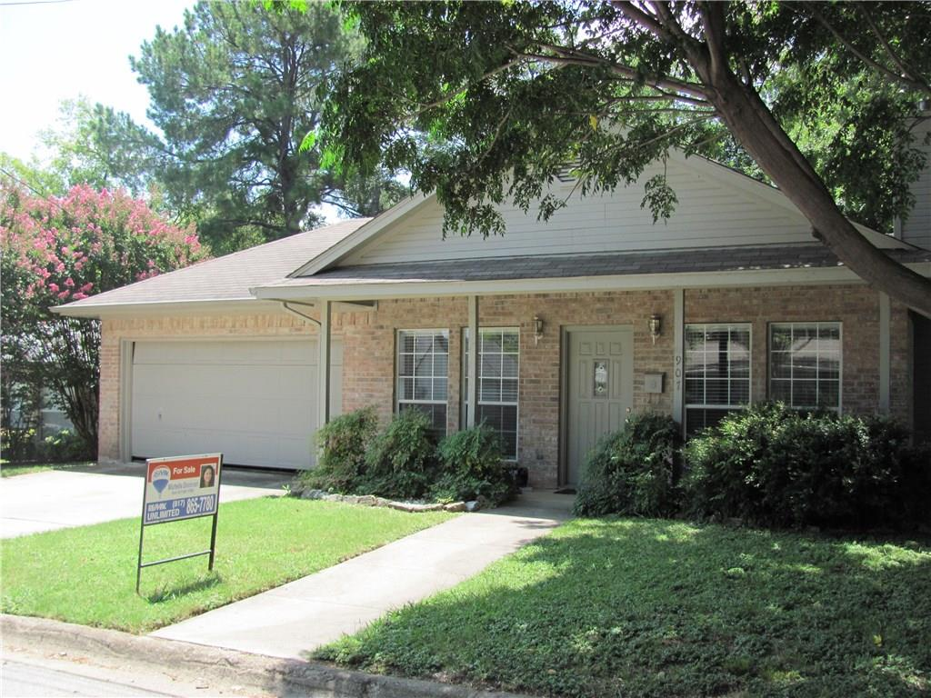 907 W Texas Street, Grapevine, TX 76051