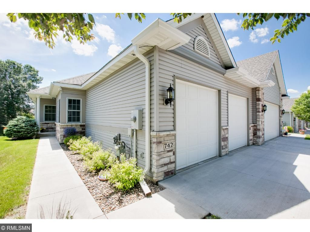 742 Gilfillan Lane, White Bear Twp, MN 55127