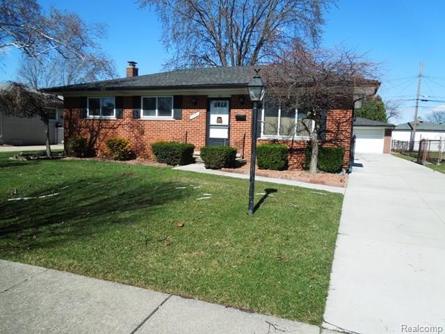 2751 CHESTERFIELD DR, Troy, MI 48083