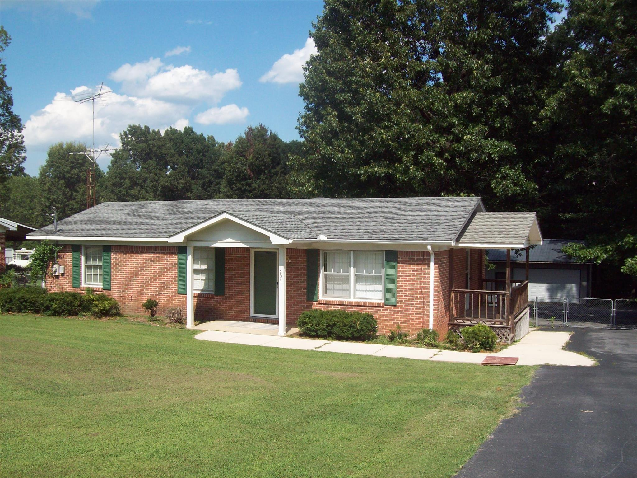 204 Poplar Ave, Huntland, TN 37345