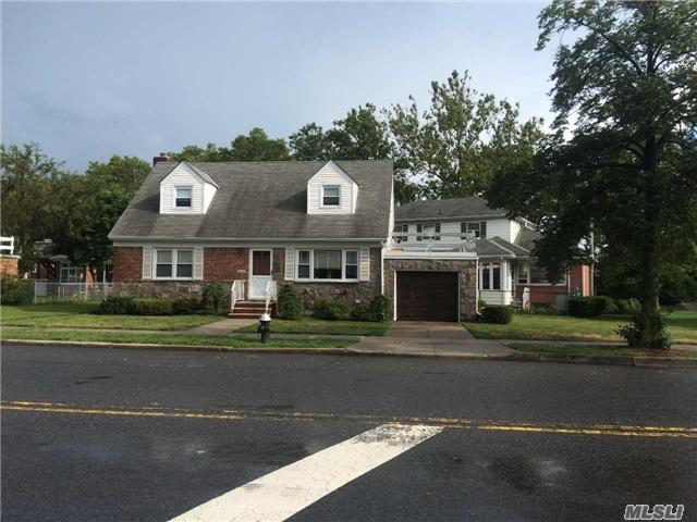 151-06 Willets Point Blvd, Whitestone, NY 11357