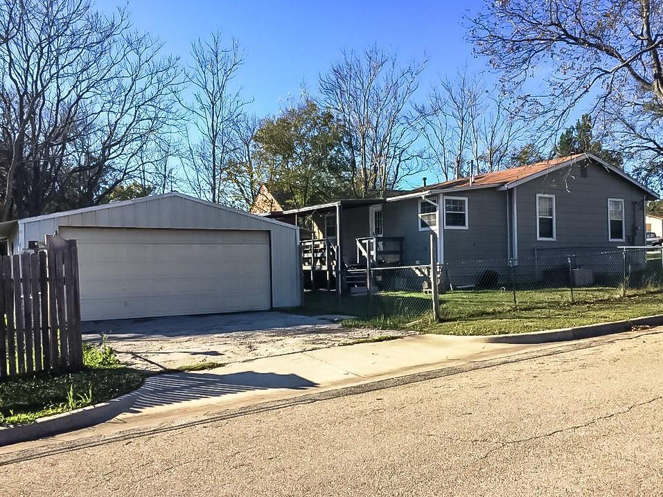 1018 Van Winkle Street, Weatherford, TX 76086