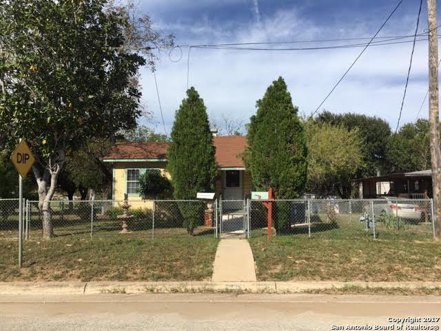 807 Houston St, Pleasanton, TX 78064