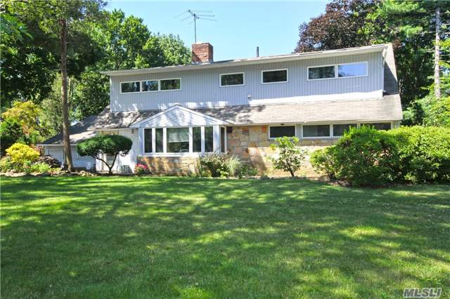 128 Parkway Dr, Roslyn Heights, NY 11577