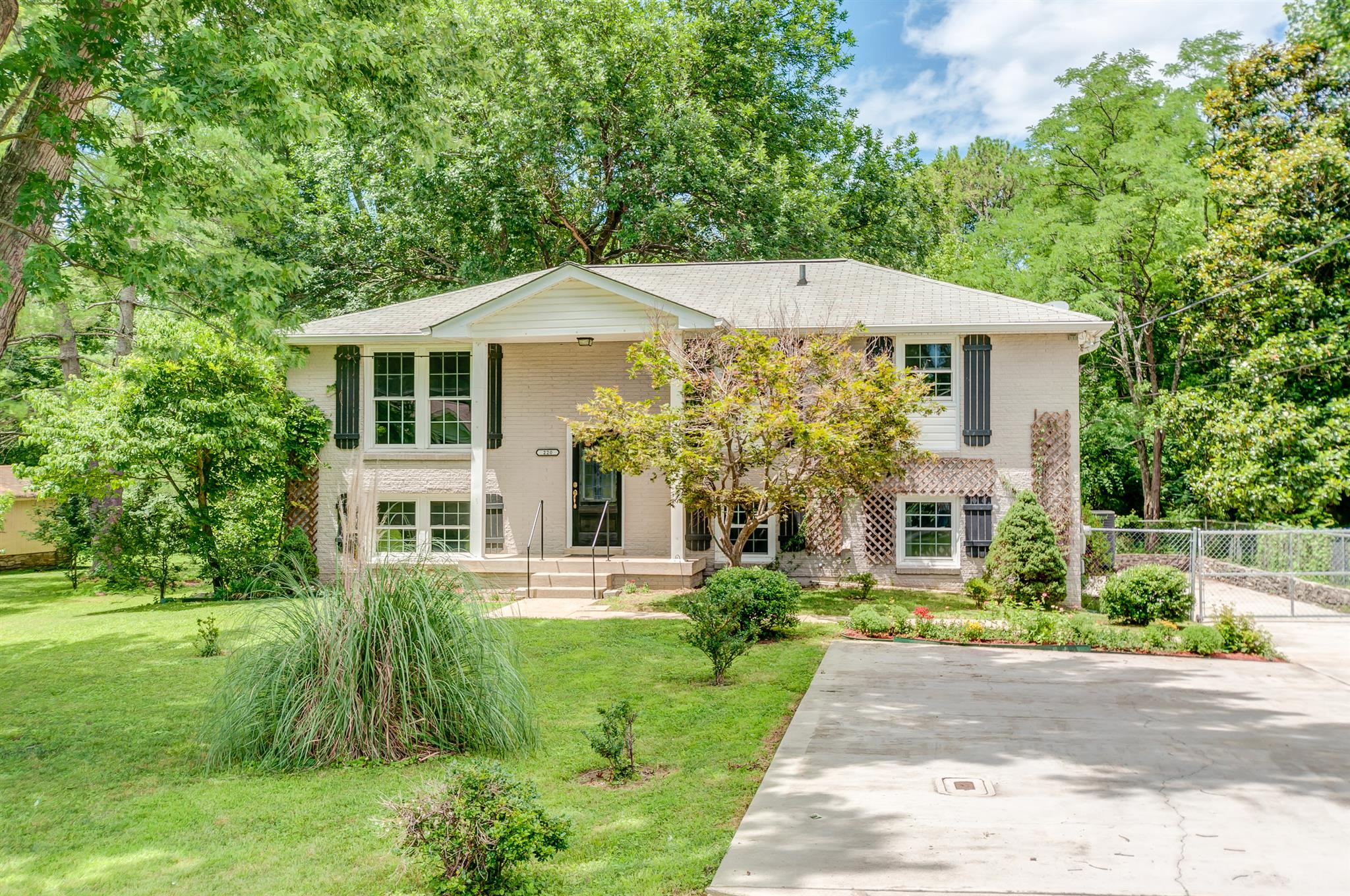 220 Meadowgreen Dr, Franklin, TN 37069