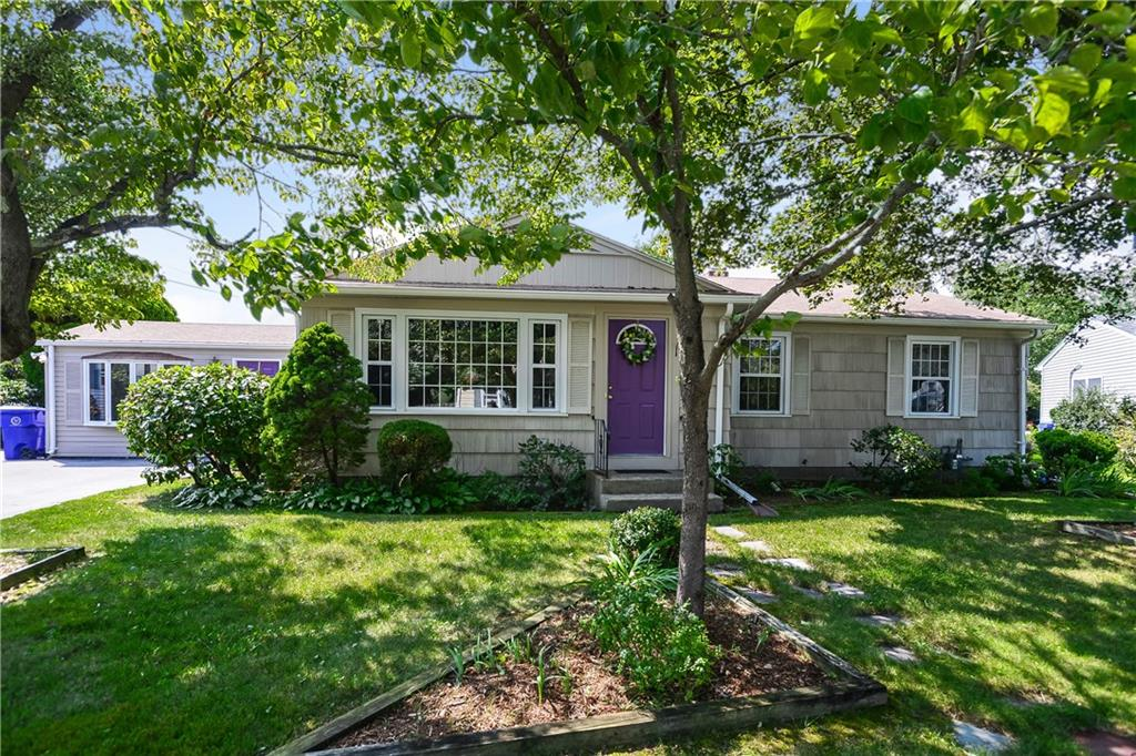 22 Griffith DR, East Providence, RI 02915
