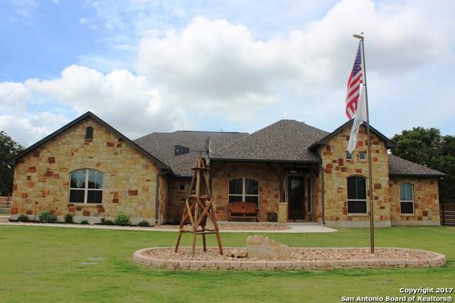 105 E Eden Valley, La Vernia, TX 78101