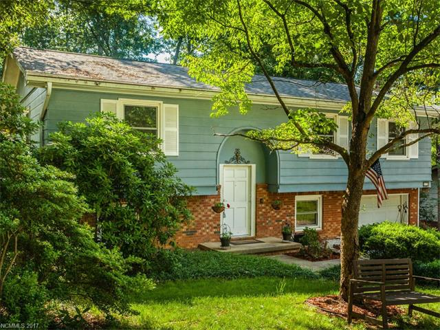 Wonderful find in Hendersonville! Love all the features this home has to offer including relaxing sunroom, updated kitchen, and great finished room in the basement w/full bath. You will have plenty of space for all your friends & family, plus plenty of storage options! The lovely mature landscaping is beautiful and the backyard is ready to enjoy as well. Located in the established neighborhood of Willowbrook, you will be minutes to Four Seasons Blvd, the interstate, and downtown Hendersonville.