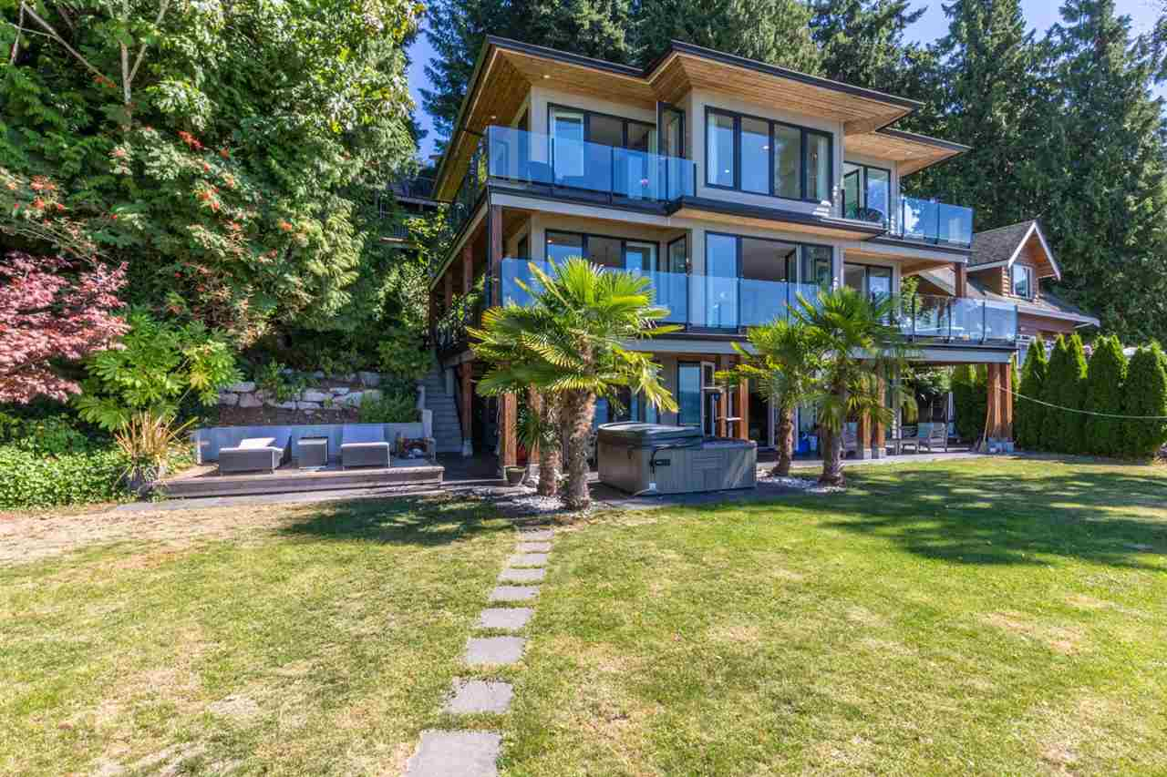 3255 BEACH AVENUE, Roberts Creek, BC V0N 2W2