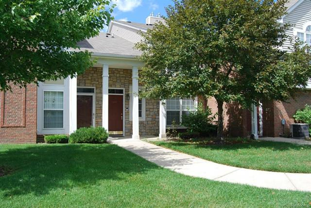 5772 PINE AIRES Drive 27, Sterling Heights, MI 48314