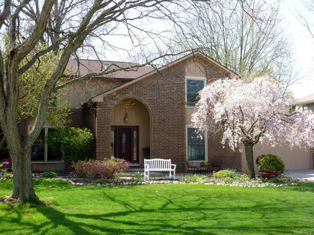 913 MEDINAH DR, Rochester Hills, MI 48309
