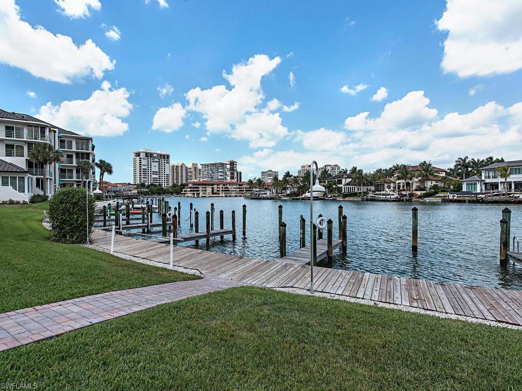 305 Park Shore DR 2-210, NAPLES, FL 34103