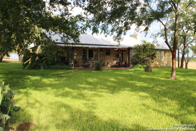 162 County Road 145, Floresville, TX 78114