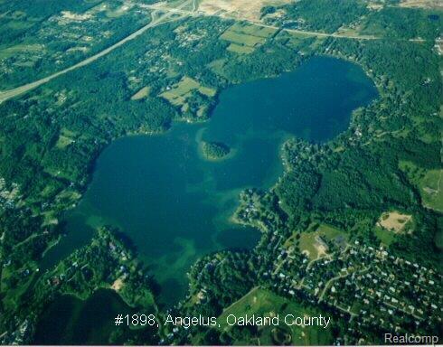 2445 N Lake Angelus RD, Lake Angelus, MI 48326