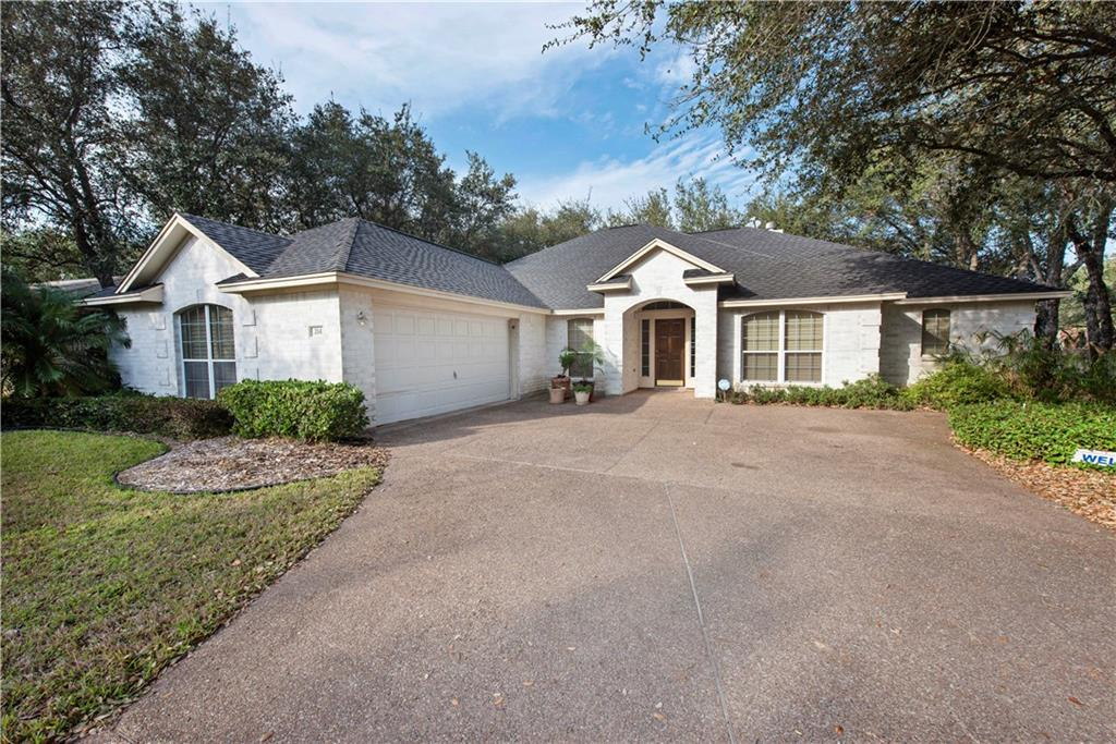 214 Olympic Dr, Rockport, TX 78382