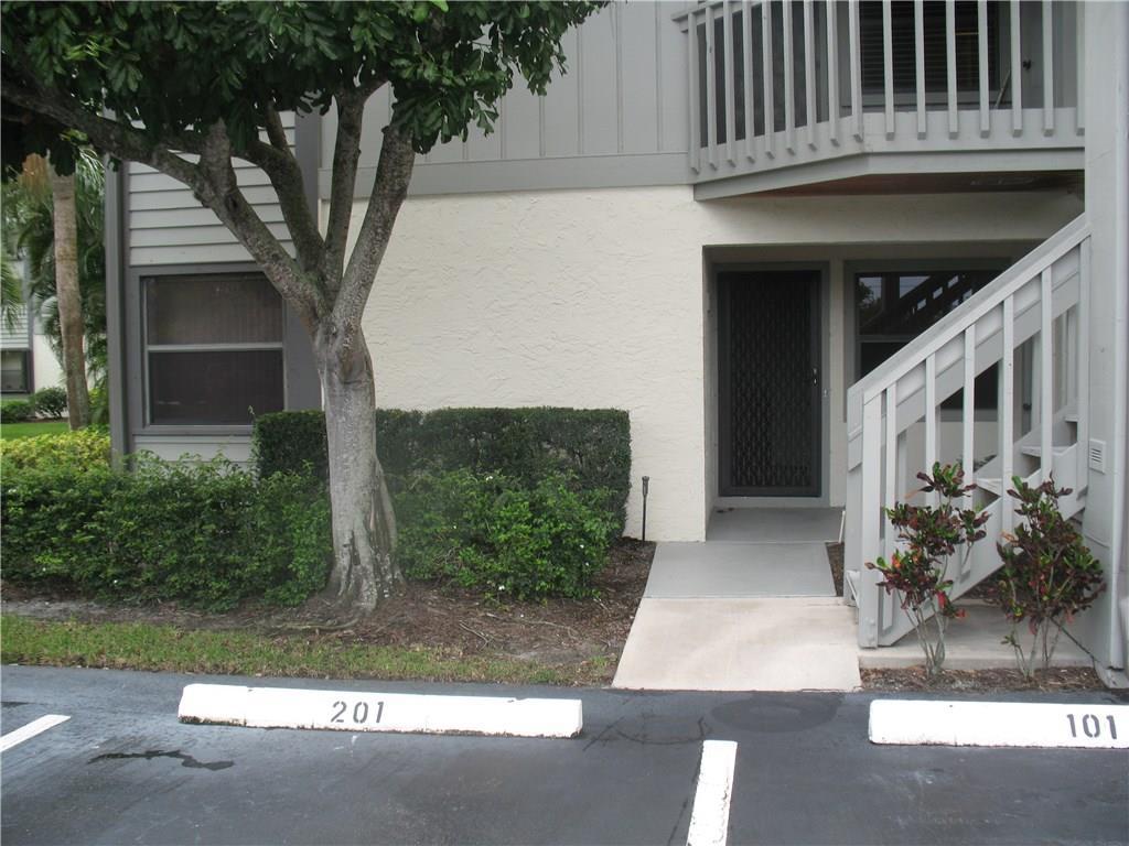 6275 SE Charleston Place 101, Hobe Sound, FL 33455
