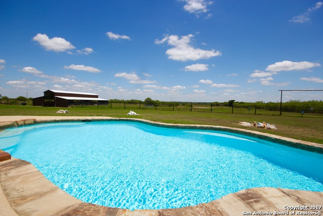 8398 State Highway 97 E, Floresville, TX 78114