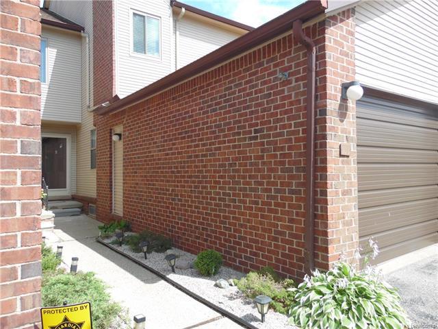 6700 RIDGEFIELD Circle 103, West Bloomfield Twp, MI 48322