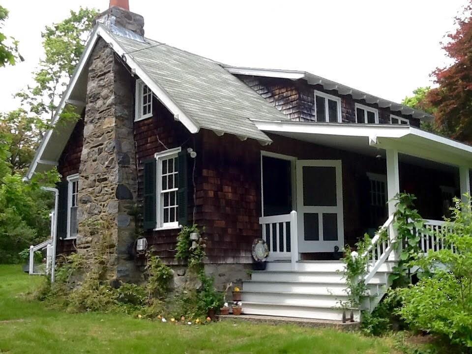 7 Calvert PL, Jamestown, RI 02835