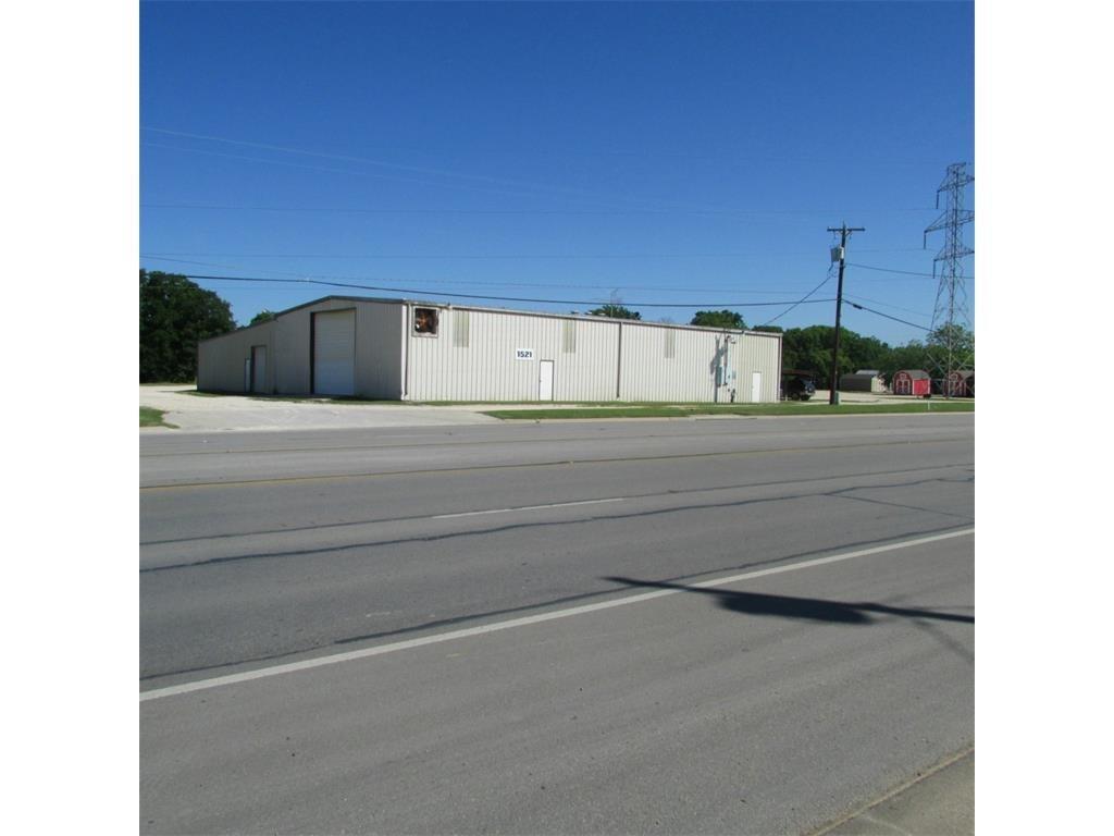 1521 E Henderson Street, Cleburne, TX 76031