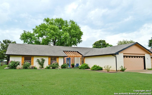 206 Meadowlakes Dr, Marble Falls, TX 78654