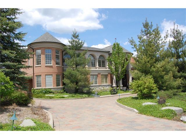 3868 Vista LN, Orchard Lake, MI 48323