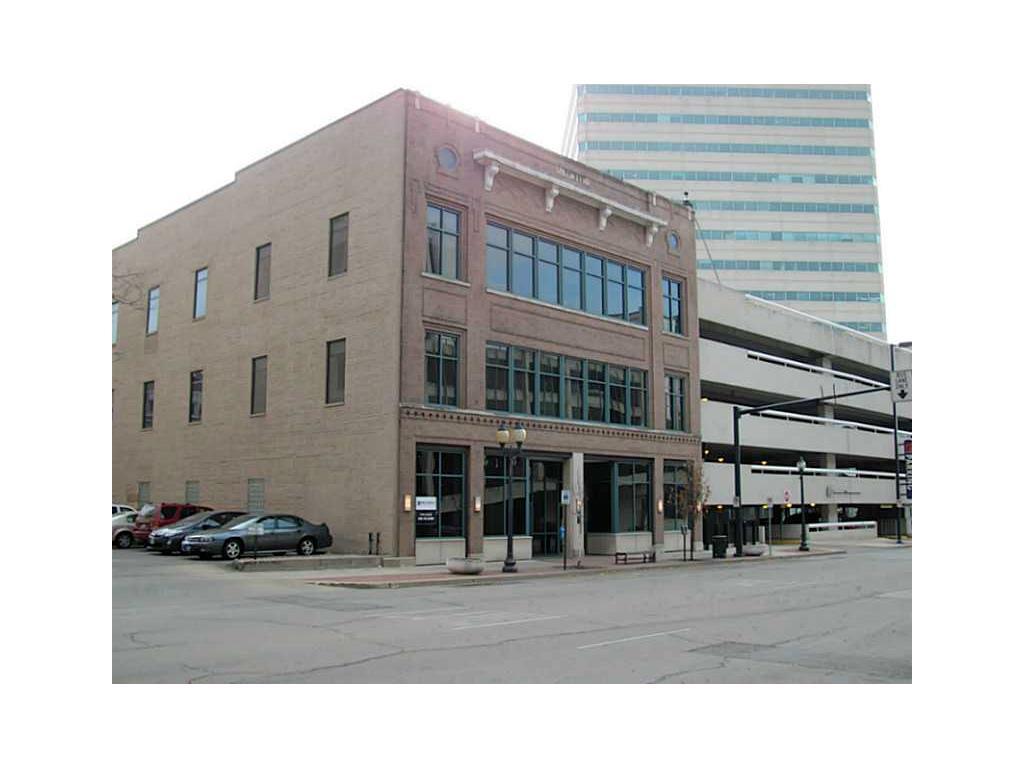 215 4TH Avenue SE, Cedar Rapids, IA 52401