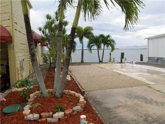 1125 Nettles Blvd, Jensen Beach, FL 34957